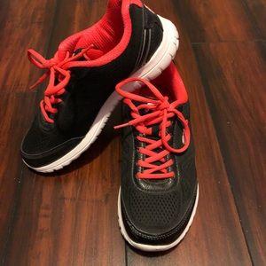 Fila Runners! Like New! Size 7-1/2!